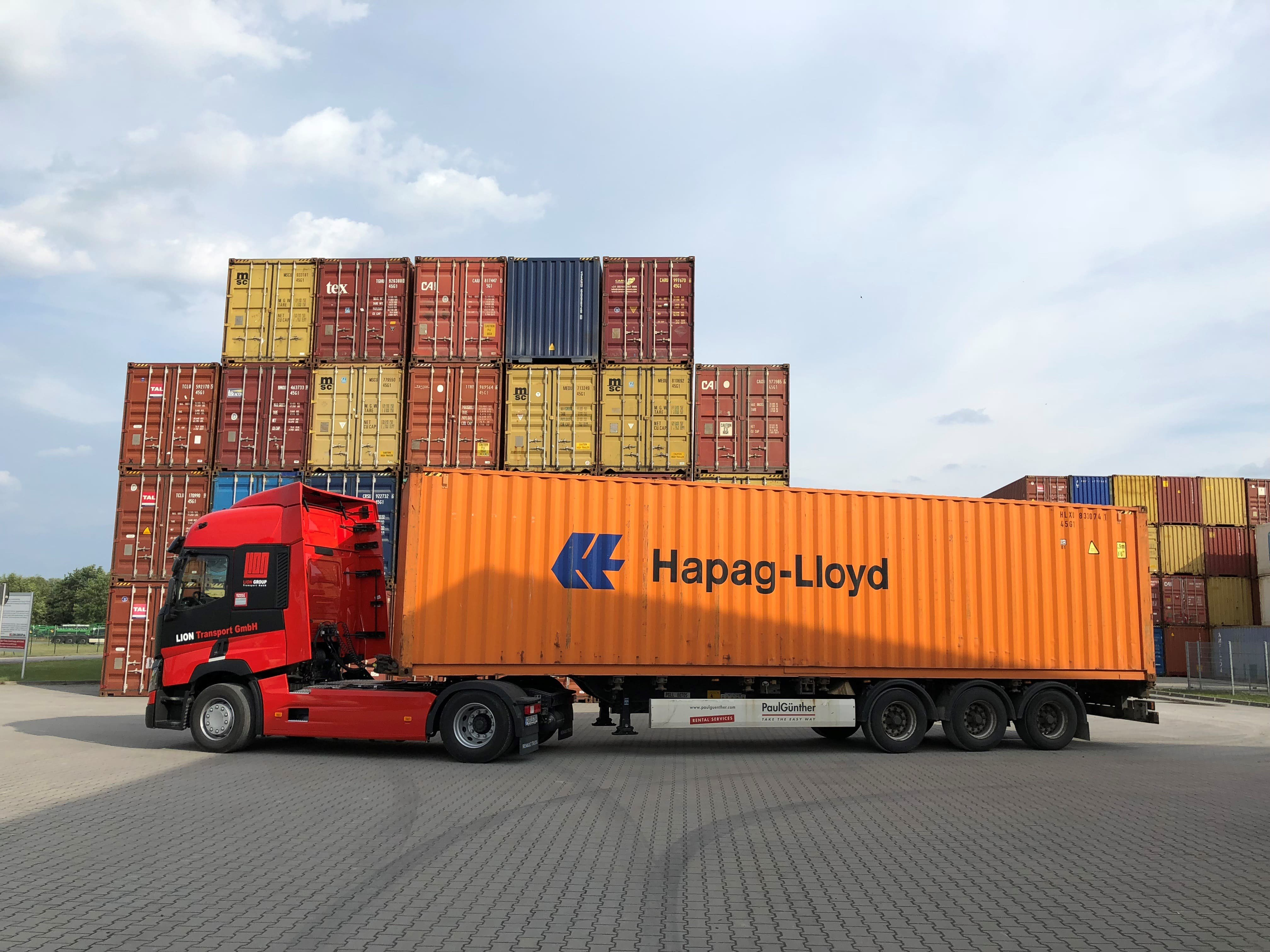 Container transport • Compare prices & freight forwarder